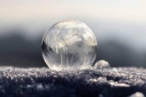 Interpréter une image dans une boule de cristal et réaliser une voyance