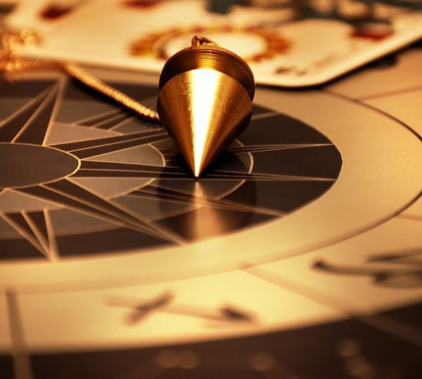 Un savoir très ancien et universel : la voyance